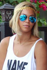 Beyonce sporting a pair of mirrored blue aviators